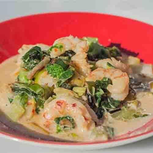 Thaise Curry met Gamba's geleverd met rijst en groentemix