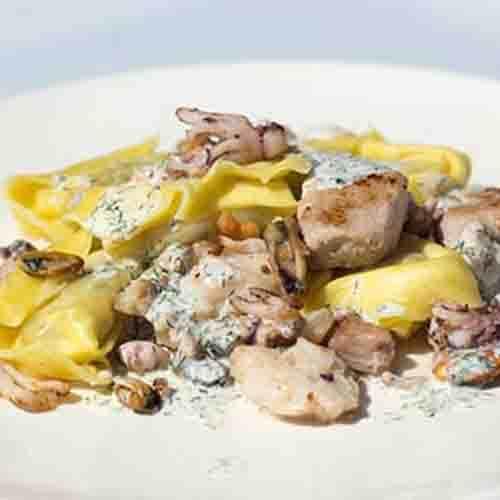 Fruit de Mer, diverse vissoorten met pasta van Piccolini en groentemix